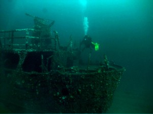 Divers at stern of Julia T, photo by Cillian Gray