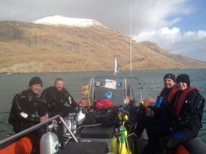 Sheltered waters, exciting diving, hot drinks, Happy Divers!Happy diver